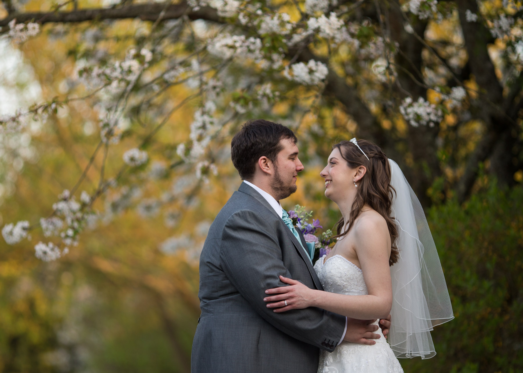 Relaxed and fun couples wedding photo