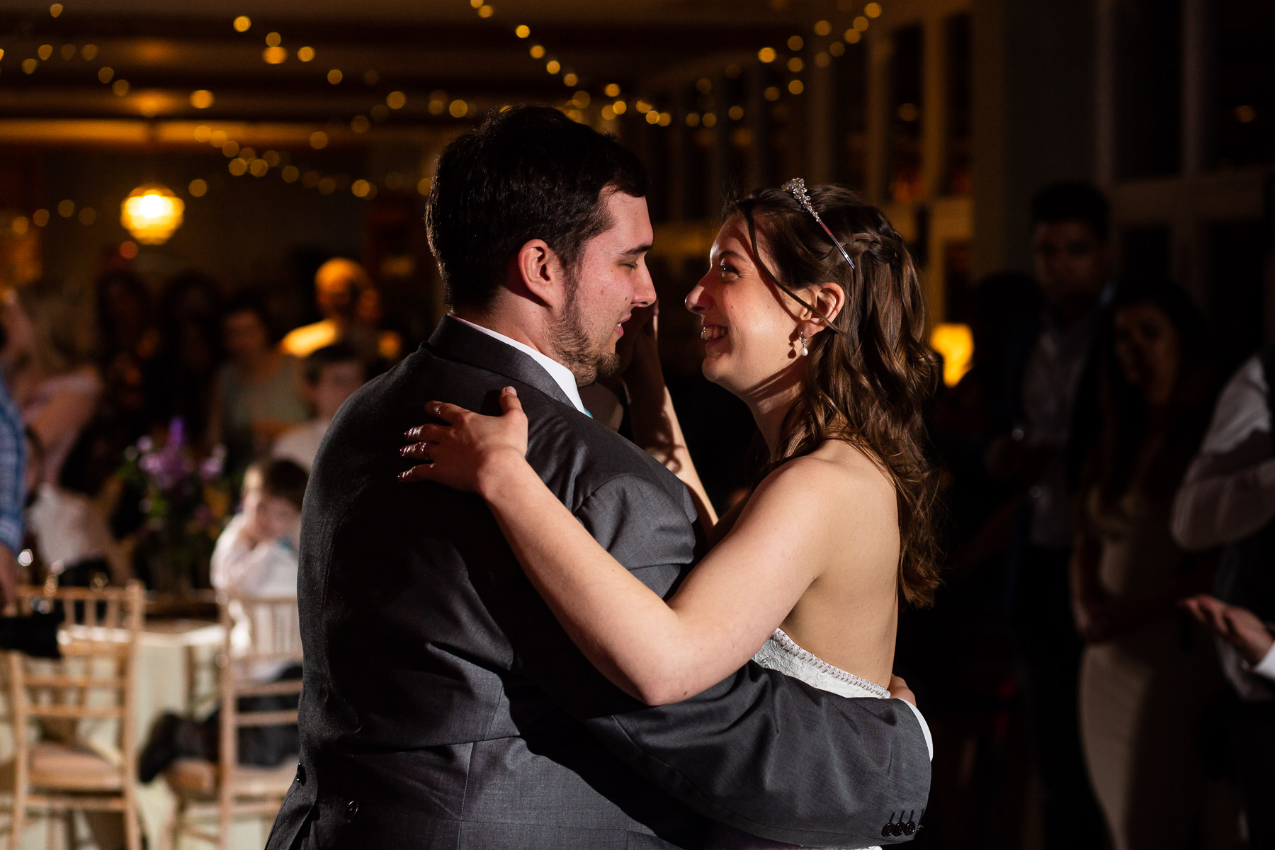 Relaxed and beautiful first dance