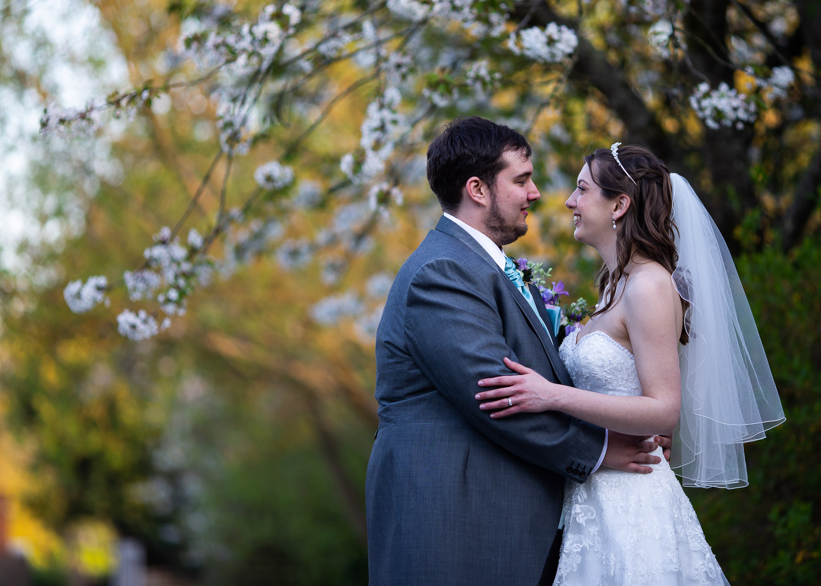 Romantic and relaxed wedding photo shoot